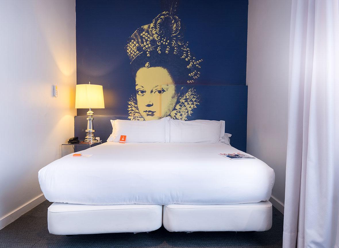 Hotel Room Mate Laura Madrid