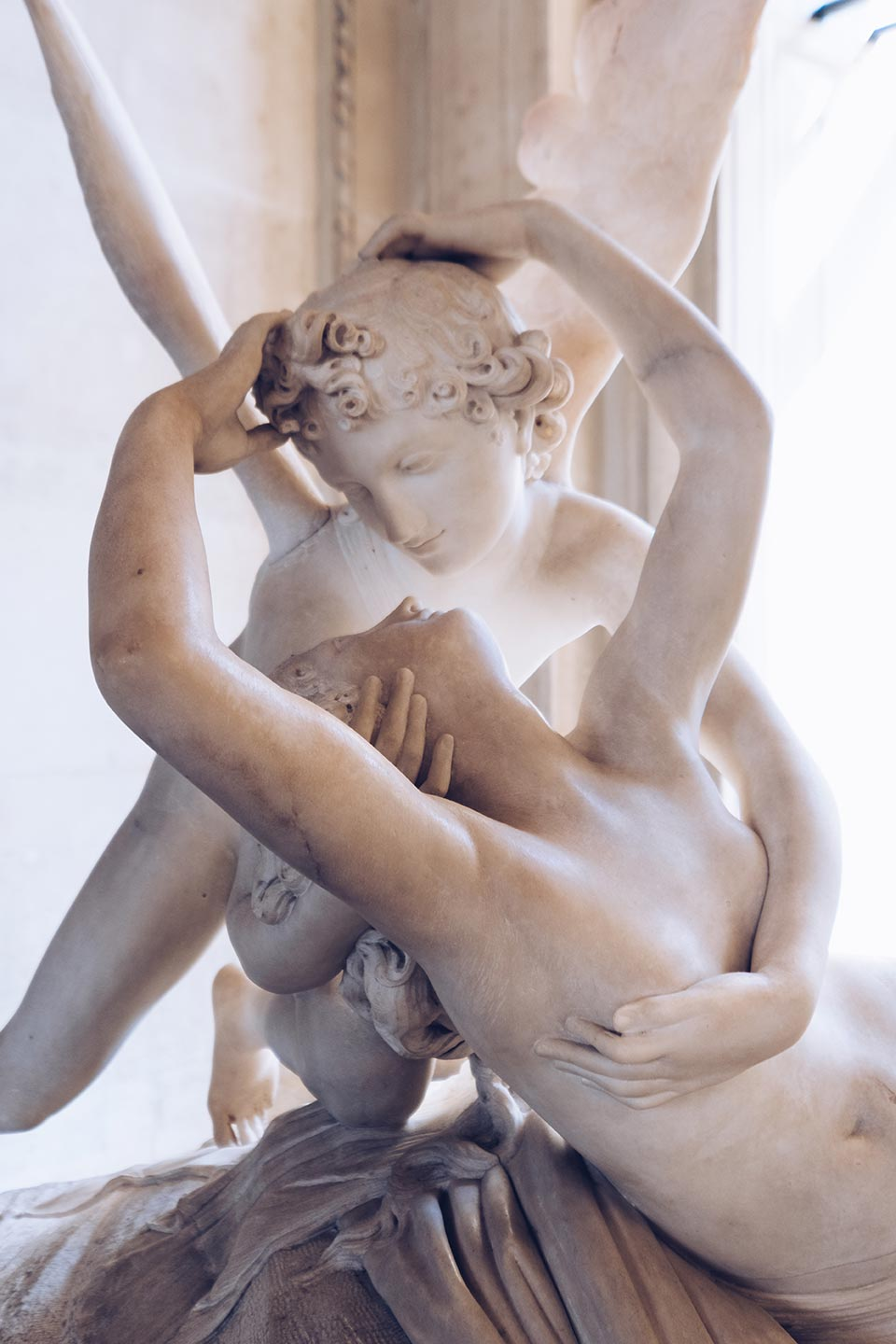 paris top attractions amor et psyche statue in the louvre