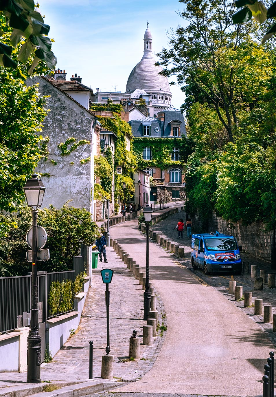 paris top attractions plaza dalida
