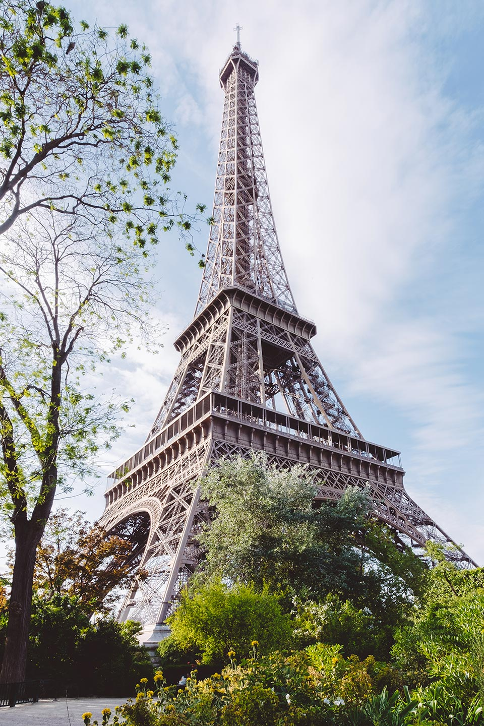 paris top attractions under the eiffel tower