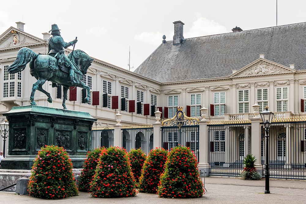 things to do in the hague Noordeinde Palace